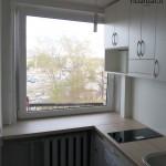 nastandartiniai-baldai-balta-maza-virtuve-3