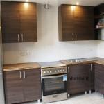 nestandartiniai-baldai-ruda-kampine-virtuve-1