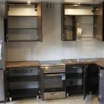 nestandartiniai-baldai-ruda-kampine-virtuve-2