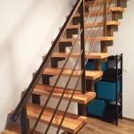 nestandartiniai-baldai-spinta-po-laiptais-1