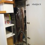 nestandartiniai-baldai-spinta-po-laiptais-4